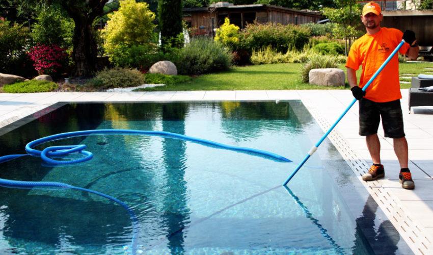 Pulizia fondo piscina